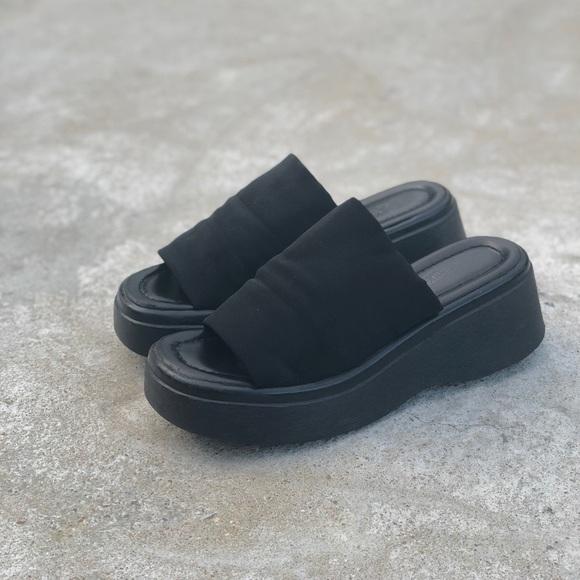 c918b1a3bdae LOWER EAST SIDE Shoes - Vintage 90s Early 2000s Platform Slip-on Sandal
